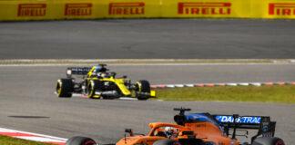 Carlos Sainz, McLaren MCL35, leads Daniel Ricciardo, Renault R.S.20
