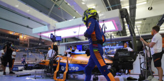 Lando Norris, McLaren MCL35M, in the garage, racingline.hu