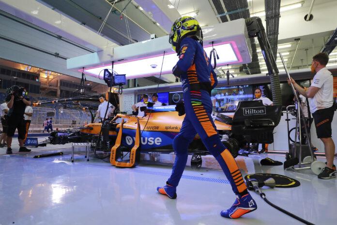 Lando Norris, McLaren MCL35M, in the garage, racingline.hu