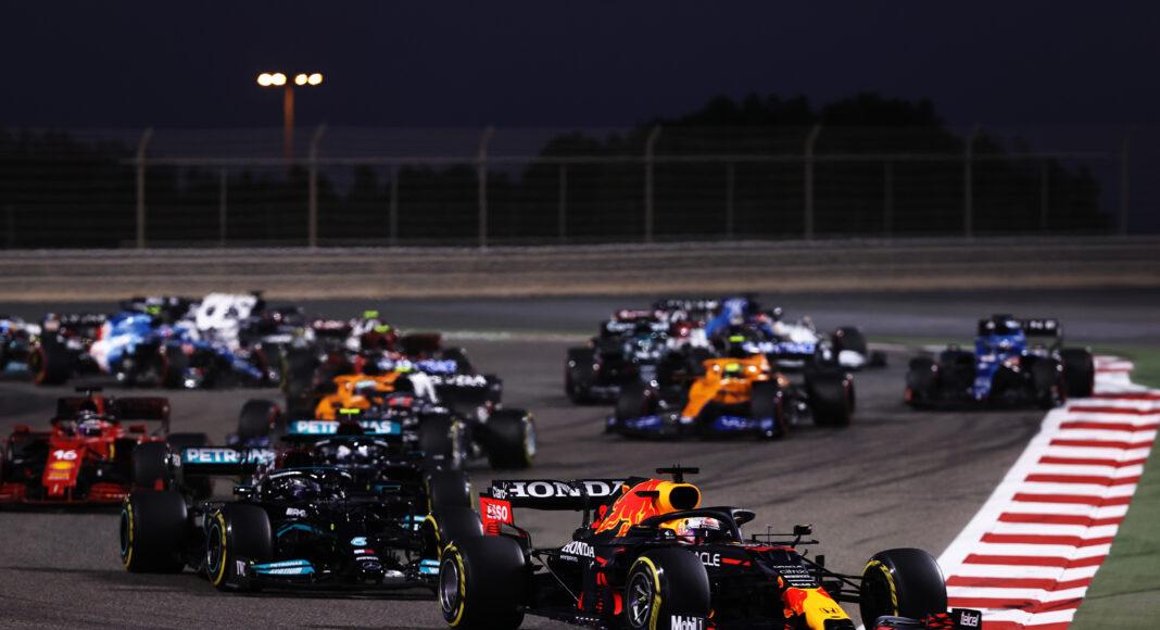 Max Verstappen, Lewis Hamilton, Mercedes, Red Bull, racingline, sprintfutamok
