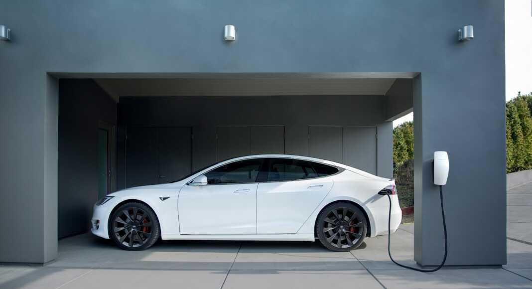 Tesla, akksik, akkumulátor, elektromos