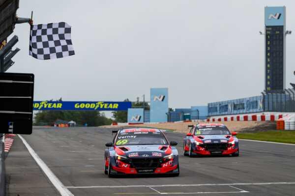 Jean-Karl Vernay & Luca Engstler, Hyundai, WTCR, racingline.hu