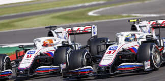 Mick Schumacher, Haas VF-21, battles with Nikita Mazepin