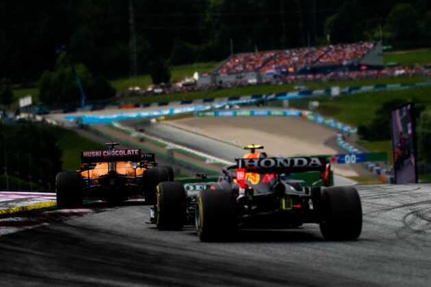 Red Bull, McLaren, előzés